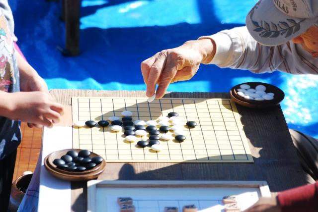 囲碁、世界トップ棋士コンピューターに敗れる!!でも囲碁を習わせるといい子に育つ?